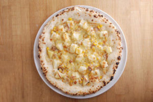 コーンの甘さや、じゃがいものホクホク感の後から、マヨネーズ&チーズの濃厚な旨みが到達。 ビールとの相性も抜群です。