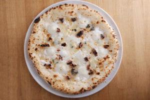 ゴルゴンゾーラなどの濃厚チーズに、ハチミツとくるみのほのかな甘みが好アクセント。