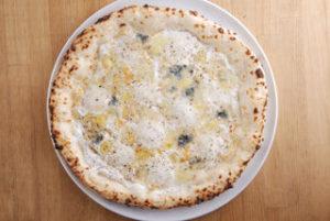 4種のチーズをまんべんなく散らしていて、食べ進む度、異なるチーズとの出会いが。