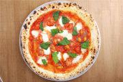 黄金バランスのマルゲリータに、フレッシュなトマトとアンチョビのコクをプラス!